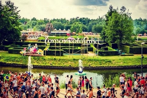 Ralucalatoreste tomorrowland